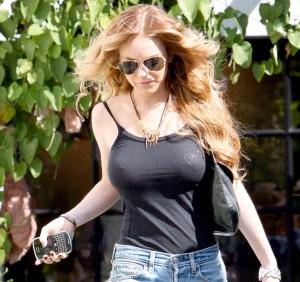 Lindsay_Lohan_Braless
